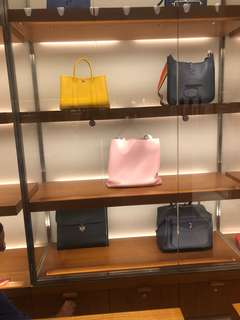 Brand New (全新)Hermès Evelyn 29
