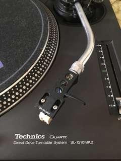 2 Technics SL-1210MK2 Turntable