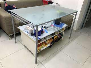 Ikea 玻璃餐枱