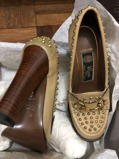 Gucci Betis Glamour Dirty Cream Studded Horsebit Leather Soles Auth Sz35  5.5