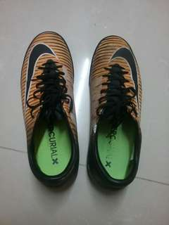 Nike足球鞋