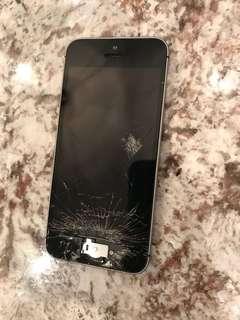 iPhone SE 16GB (unlocked, broken screen)
