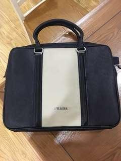 Prada十字紋公事包 電腦袋 briefcase
