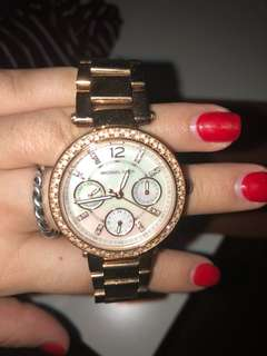 michael kors rose gold watch. Sized for small wrists.