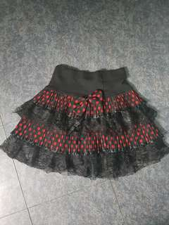 Lace skirt black red