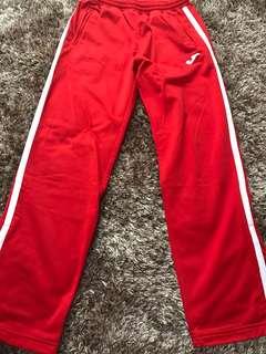 Celana training Joma size M merah