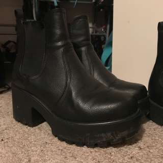 Platform boots size 7