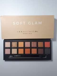 Anastasia Beverly Hills SOFT GLAM Eyeshadow Pallete