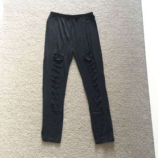 Ripped black legging
