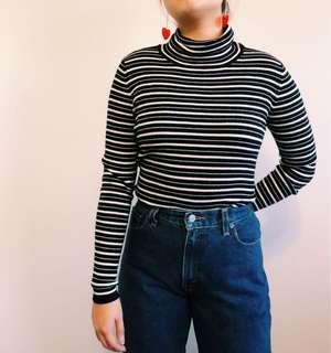 B&W turtleneck knit