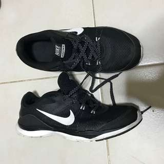 AUTHENTIC NIKE FLEX TR 5 RUNNING SHOES