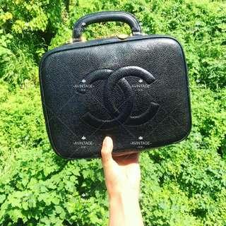 (SOLD)Chanel Vintage 黑色荔枝皮化妝袋