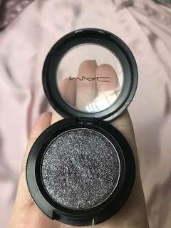 Mac pressed pigment shade black grape