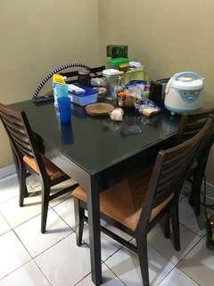 Meja makan kaca + 4 kursi