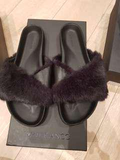 Tony Bianco faux sheep fur Slippers - Size 6