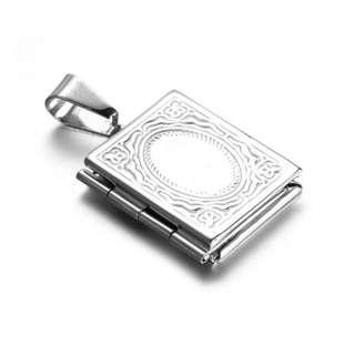 《 QBOX 》FASHION 飾品【CPZ0032】精緻個性基督教聖經書鈦鋼墬子項鍊