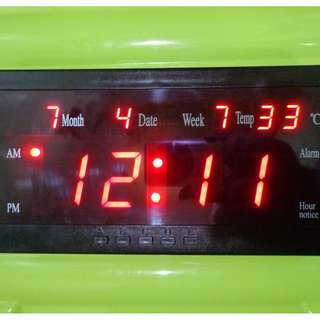 DIGITAL LED WALL CLOCK DISPLAY