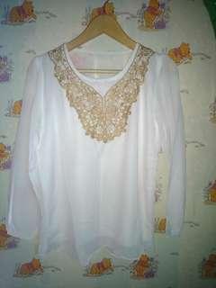 Blouse putih motif gold