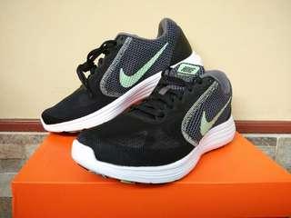 Nike Women Revoloution Original