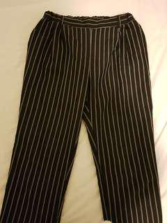 LIKE NEW Striped ankle pants