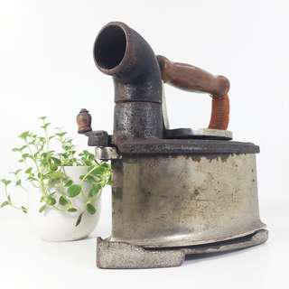 Vintage Japanese Type Charcoal Sad Chimney Iron (JCI_01-0718-67)