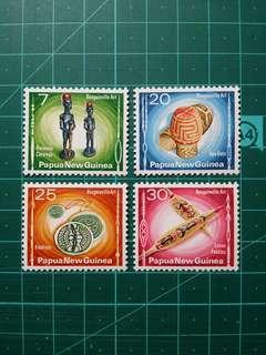 1976 巴布亞新畿內亞 傳統工藝品 新票一套