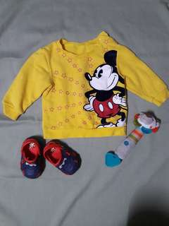Mickey mouse yellow sweater🐹almost new.. 9mos up to 4t
