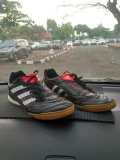 Sepatu Futsal Adidas Predator 42