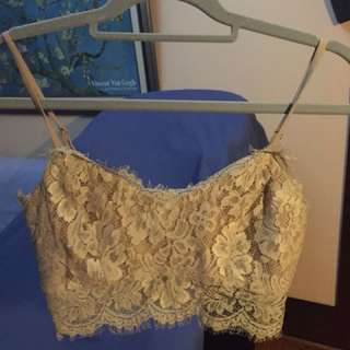 Missguided lace crop size 6