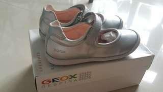 GEOX 全新銀色女童裝鞋