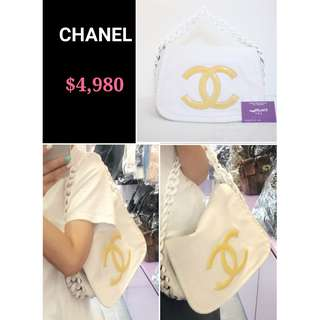 80% New CHANEL Modern Chain 白色 膠鏈 黃色 CC Logo 牛皮 肩背袋 手提袋 手袋 White Calfskin Yellow CC Logo Flap Handbag with Smooth Plastic Handle