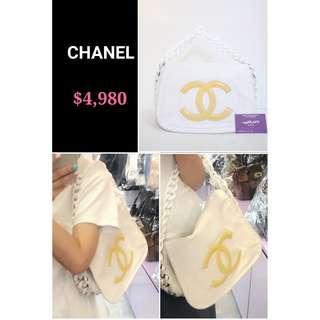 80% New CHANEL Modern Chain 白色 膠鏈 黃色 CC Logo 牛皮 肩背袋 手提袋 手袋 White Calfskin Yellow CC Logo Flap Handbag with Smooth Plastic Handle