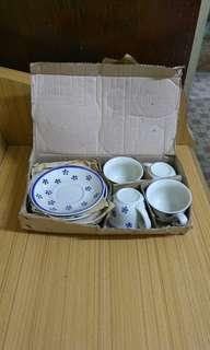 青花茶杯碟4套。一盒4套15元