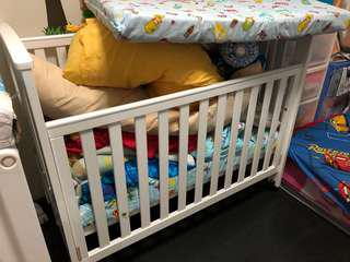 baby cot very new