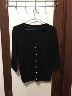 🚚 黑色七分袖珍珠扣針織外套