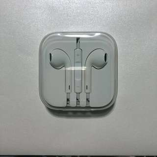 Apple Earpods / Earphones with 3.5mm headphone plug