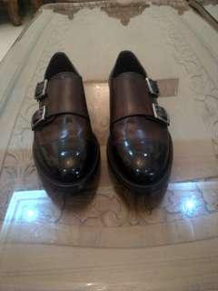 Sepatu Leather