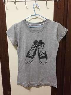 🚚 帆布鞋圖騰灰色棉質T shirt