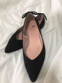 H&M Classic Pointy V Black Work Flats Suede