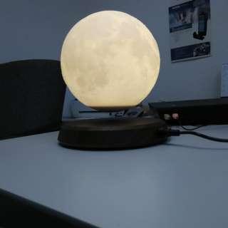 Levitating Moon Lamp - 在半空中浮動及轉動的月亮燈