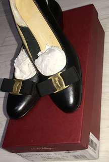 🚚 Authentic Ferragamo Shoes size 36