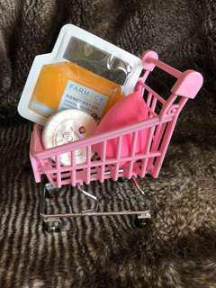 Beauty Blender Fenty Beauty sponge makeup holder drying rack - shopping cart