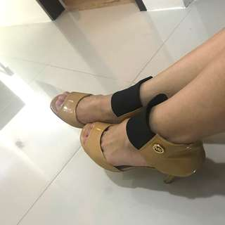 Authentic💯 MK Shoes!(Retails at 18K)