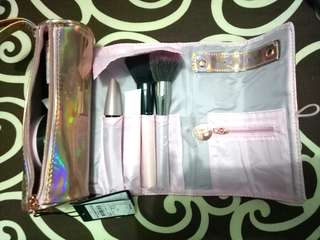 Pouch Make Up Hologram Merk Rubi