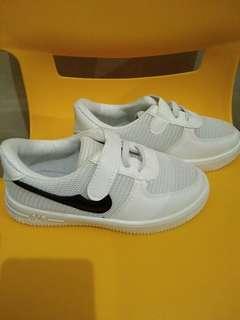 Sepatu Nike Sneaker White