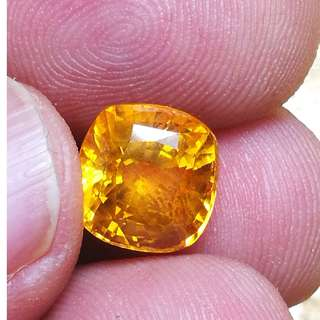Natural Sun color yellow sapphire. Sri Lankan. PM only interested. Can check stone no obligation to buy.
