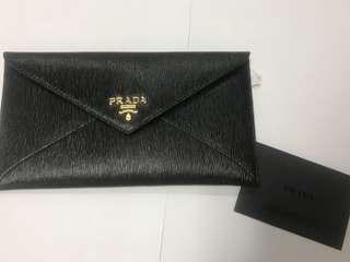 黑色prada 信封