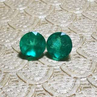 Natural Columbian Emerald. Pair. 4.85Cts. 8.80mm. PM only interested.