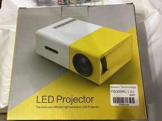 [超抵!6折]全新小型投影機 LED projector