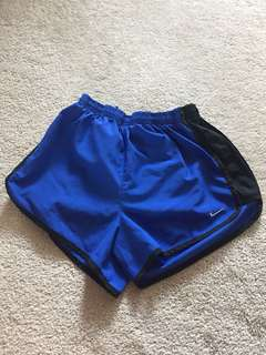 Nike dri-fit shorts (xs)